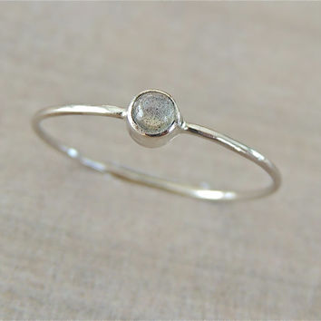 Labradorite Gold Ring, White Gold Ring, Stackable Ring, White Gold Band, Alternative Engagement Ring, Slim Band, Thin Ring, Recycled Gold