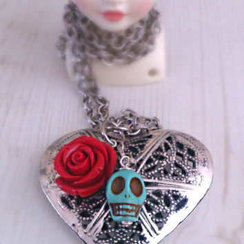 Large heart necklace, Skull necklace with red resin rose, heart pendant, day of the dead, boho jewelry, frida kahlo