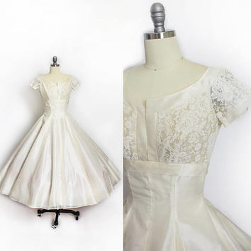 Vintage 1950s Wedding Dress - Ivory Organza & Lace Full Circle Skirt Short Sleeve Prom Party Bridal - Small