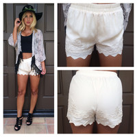 Tilly Embroidered Scallop Shorts - CREAM