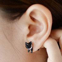 Small leopard puncture kitty earrings
