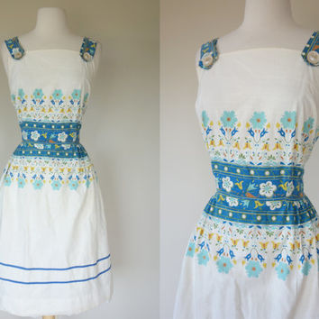 1950's dress, white cotton floral print summer sun dress, fit and flare sleeveless casual day dress, dress w/ pocket, Size Large, US 10