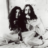 JOHN AND YOKO POSTER RARE b/w barefoot flowers peaceful celebrities 24X36