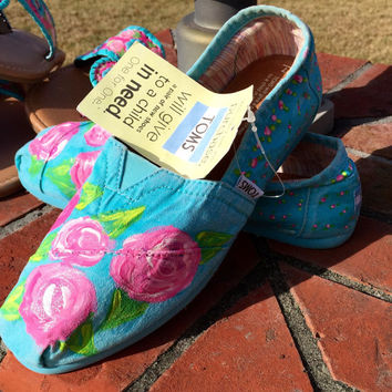 Toms shoes hand painted with Lilly Pulitzer like first impression design. Size 7