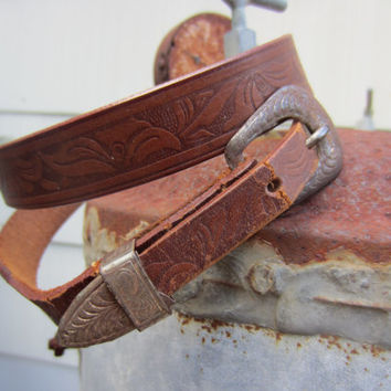 50s Tooled Steerhide Western Leather Belt, W28 W30 W32 / 72-81 cm // Vintage Cowgirl Skinny Belt