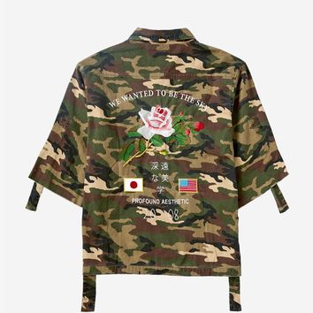 Three-Quarter Raw Sleeve Military Rose Parka in Woodland Camo