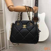 HCXX 19Aug 077 3818 Fashion Features A Topstitched Pattern Similar Chain Quilted Bag 23-19CM Black