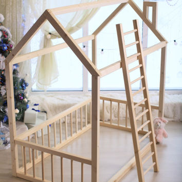 TWIN SIZE, house bed, tent bed, wooden house, wood house, wood nursery, teepee bed, wood house bed, wood bed frame, kids bedroom