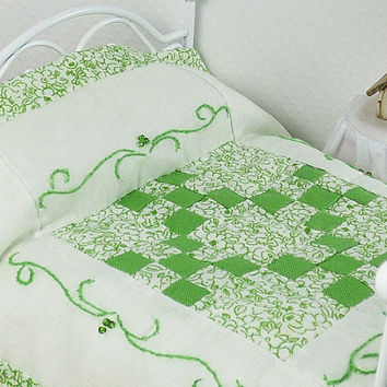 Dollhouse Furniture Small Green Quilt Doll Bedroom Doll House Miniature Scale Fairies Bed Quilt Small Bedspread Hand Quilted Throw Blanket