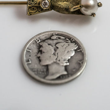 Victorian Stick Pin.  14k Gold And Diamond Stick Pin Of A Hand Delicately Holding A Pearl.  Bezel Set Diamond.