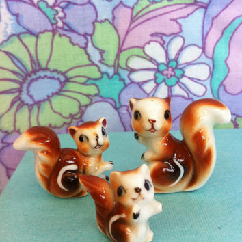 Vintage squirrel figurine family!! Adorable set of 3 tiny, kitsch china squirrels/chipmunks! Cute, retro woodland squirrel trio!