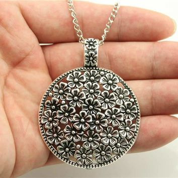 Silver Tone Round Flowers Pendant Necklace For Women
