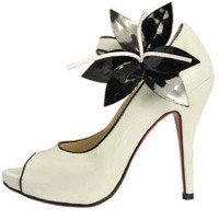 Chaussures Christian Louboutin Blanches En Cuir Verni Soldes