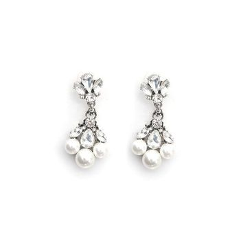 DCCK8BW TRIPLE PEARL DROP EARRINGS
