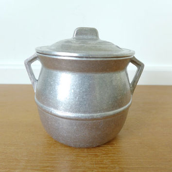 Small pewter bean pot made of food safe metal alloy