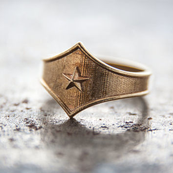 Wonder Woman Tng combat Ring, Wonder Woman tiara, Comics jewelry, super hero jewelry, wonder woman, wonder woman jewelry, super hero jewelry