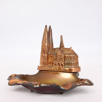 Vintage small souvenir ashtray from the gothic cathedral Kölner Dom