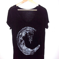 Crescent Moon Black T-shirt  V-Neck Viscose Tee Shirt Yoga Workout Fitness Meditation Zen Shirts Women Clothing Fashion Gift Ideas