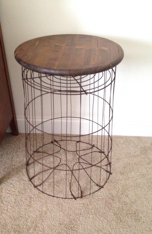 Preferred Vintage Metal Wire Laundry Basket Table from Krrb Local | the loo KJ41
