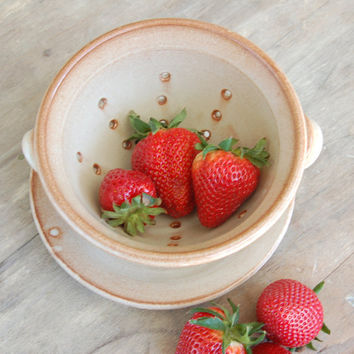 Berry Bowl, Stoneware Pottery Keramik Serving Dining Kitchen Home Decor Berry Colander in Cream and Cinnamon