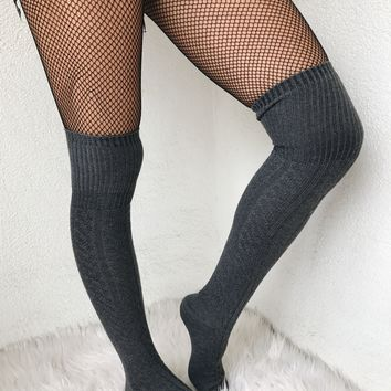 SIMON KNEE HIGH CABLE SOCKS- CHARCOAL