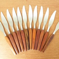 Fleetwood Danish modern wood handled dinner knives and carving knife, mid century flatware in excellent condition, sold in sets of six