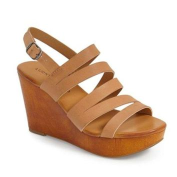 LMFYW3 Lucky Brand Marinaa Clay Wedge Sandal