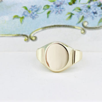 Vintage Signet Ring | 10k Yellow Gold Ring | Minimalist Jewelry | Cocktail Ring | Simple Gold Ring | 1970s Jewelry | Gifts for Her | Size 6