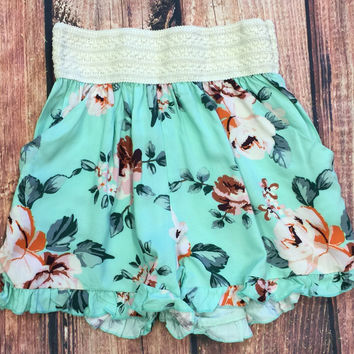 Flirty Floral Pocket Shorts
