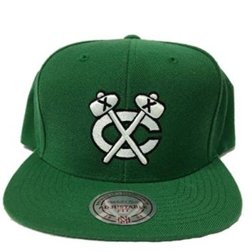 ONETOW Mitchell & Ness Chicago Blackhawks Black White Logo Snapback In Green