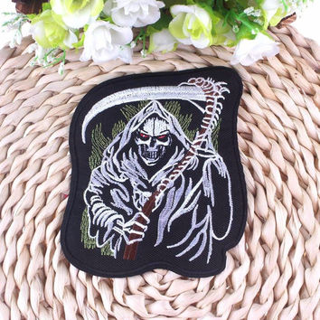 Free Shipping Skull Iron On Clothing Patches Skeleton Punk Embroidery Patch Biker Motif Clothes Stickers Garment Accessories