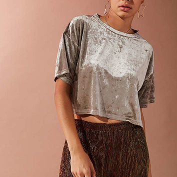 UO Cropped Velvet Tee   Urban Outfitters