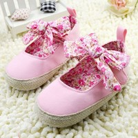 Cute Baby Pink Newborn Girls Designer Shoes with Floral Print Bow