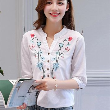 2017 Summer new Floral embroidered shirt female Half sleeve Korean version women blouse loose shirt Cotton Linen V-Neck Tops