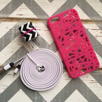 New Super Cute Jeweled Black  & White Chevron Designed USB Wall Connector + 10ft Flat White iPhone 5/5s/5c/6 Cable Cord + Case