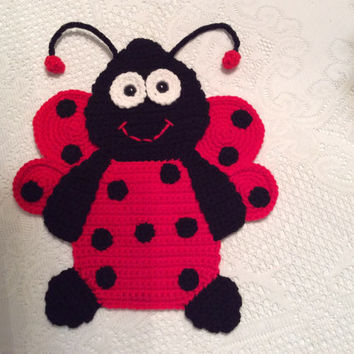 crochet ladybug pattern - Wall Hanging for The Nursery - crochet baby wall decor - ladybug tutorial -  instant download PDF pattern