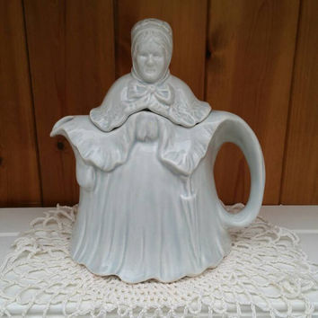 SADLER Teapot /vintage Little Old Lady teapot / rare pale blue /1930s teapot excellent condition