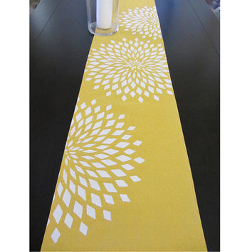 Graphic Zinnia Table Runner - Citrine / WhIte