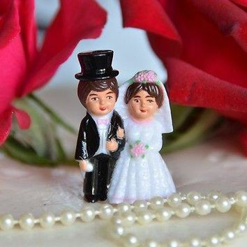 2 Traditional Bride and Groom Mini Cake Toppers Brown Hair Top Hat