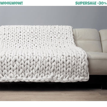 Super Chunky Blanket. Giant Knitted Merino Wool Throw. Big Yarn. Grande Punto. Big stitch blanket by woolWow! Milk color