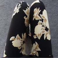 2016 New Floral patterned Printed Leggings Fashion Sexy Women Lady Slim Cotton Pants Black white Vintage graffiti trousers