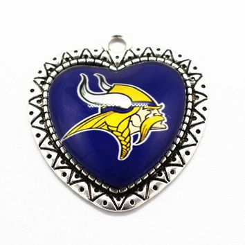 Hot buy Team football 10pcs/lot Glass Pendant Heart Sports Minnesota Vikings Hanging Dangle Charms Fit Necklace diy Jewelry
