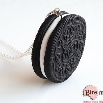 Mini Food Oreo Cookie Necklace, Polymer clay Cookie, Oreo Pendant, Miniature food, Food Jewelry, Biscuit Necklace,Foodie Gift,Real Size Oreo