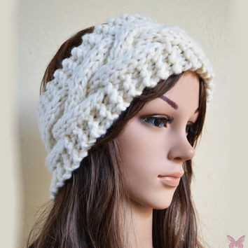 Headband / Earwarmer cable patterned in CREAM/OFFWHITE - womens teen girls - Knitting - Wool Woolen - button - Winter Spring Fall - chunky