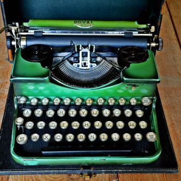 RARE Antique Franch Typewriter - Green 1929 Royal 2 Portable - Working Typewriter