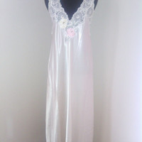 Vintage Women's size small long nightgown. Sleeveless. 90's. Cream colored. Beautiful Floral applique upon bodice. size small.