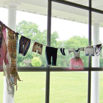 Miniature Clothesline Garland, Laundry Window Decor with Three-Dimensional Clothing, Cottage Farmhouse Style