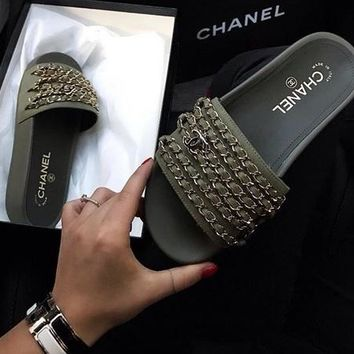 shosouvenir Chanel shoes, new 17 Spring Chain slippers, silk and SATIN SANDALS