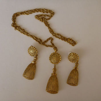IVANA TRUMP tassel necklace and clip on earrings set. designer jewelry. signed jewelry