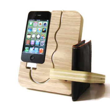 IPhone 4, IPhone 4S, IPhone 5 Wood Dock - Valet